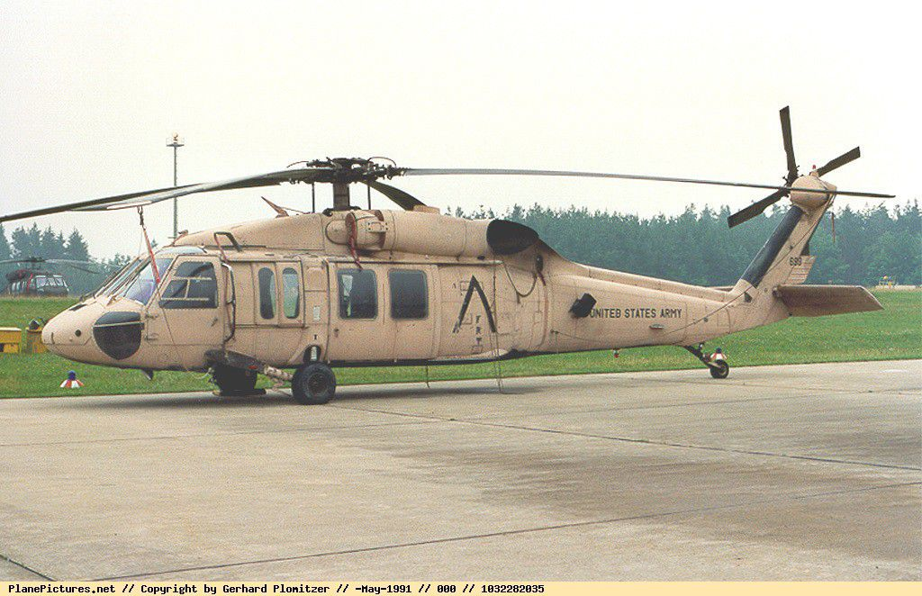UH-60 Desert Hawk 71025 ITALERI MODELLSET